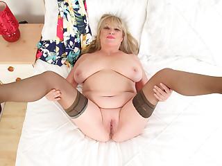 Buxom gilf Alisha Rydes slides a finger up her wet fanny