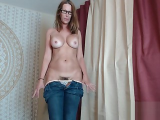 Mature Camgirl Jess Ryan Teasing In Blue Jeans