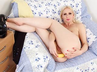 English milf Tracey Lain fucks arse with banana