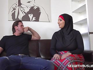 Busty Muslim woman is fucking a guy who isnt her husband, just because she is very horny