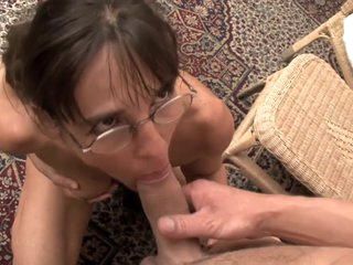 TuttiFrutti - Slutty Mom fisted by young guy