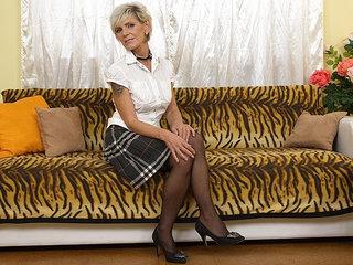 Sexy Grandma Getting Her Hairy Pussy Wet - MatureNL