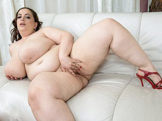 Sweet 40H Breasts - Mia Sweetheart - XLGirls