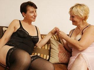 Two Naughty Mature Lesbians Getting Wet - MatureNL