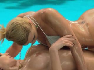 Two hot MILFs enjoyed passion massage