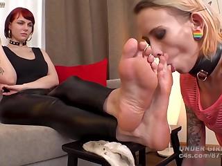Undergirlsfeet-lick My Dirty Socks & Feet