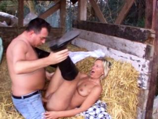 REAL GERMAN OLDER COUPLE OUTSIDE FUCK IN VINTAGE PORN