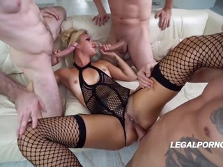 Blonde Hair Girl Double Screwd And Double Penetrated In Foursome Gangbang