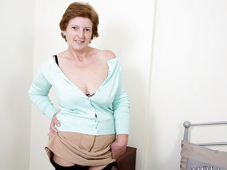 British Housewife Playing With Herself - MatureNL