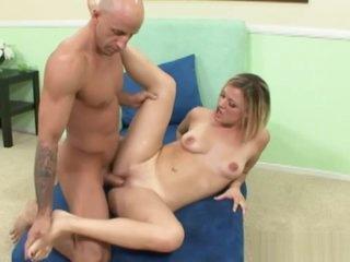 Blonde Jasmine Shows Off Her Feet