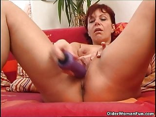 Sleazy mature mom works her meaty pussy muscle